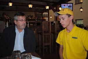 В.Драсков общается с В.Наумкиным