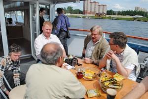 Пивные дегустаторы, блоггеры, исполнительный директор Союза Российских Пивоваров, коллекционеры за одним столом