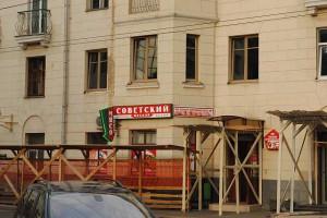 """Мясной магазин """"Советский"""". Интересно - мясо там есть? И аутентично ли хамят продавщицы?"""