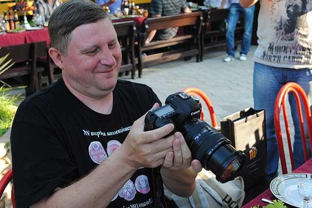 Паша Егоров радуется хорошему снимку