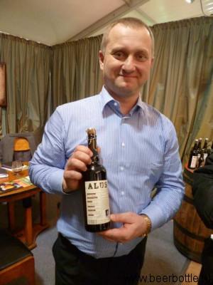 Генеральный директор Дариус Визбарас со своим пивом