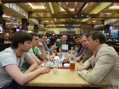 Пивные гики дегустируют Paulaner Мартовское