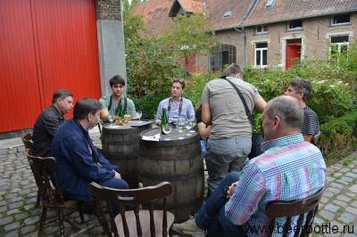 Дружеские посиделки за пивом в Hof Ten Dormaal