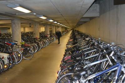 Парковка велосипедов в Лёвене.