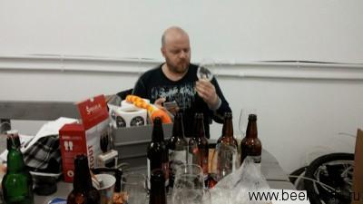 Смирнов инспектирует бокалы