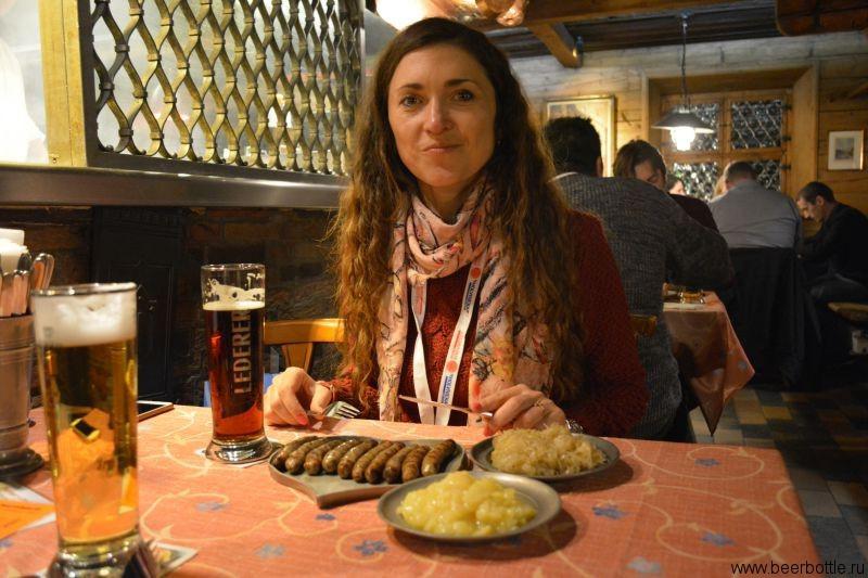 Сосиски в Bratwursthäusle bei St. Sebald