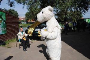 Белый Медведь - поймай рыбу-приз.