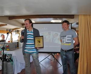 Приз за лучшее пшеничное пиво вручается Виктору Соболеву