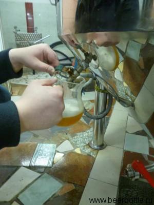 Наливаем светлое пиво