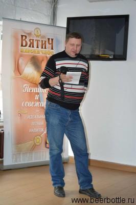 Павел Егоров читает лекцию
