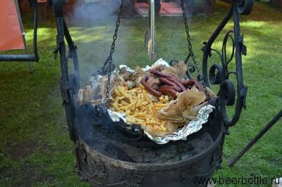 Еда на фестивале.