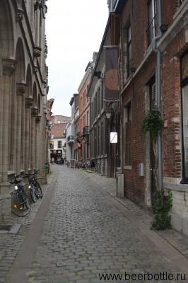 Улица ведущая к ресторану и пивоварне Domus