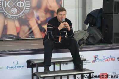 Паша Егоров читает лекцию
